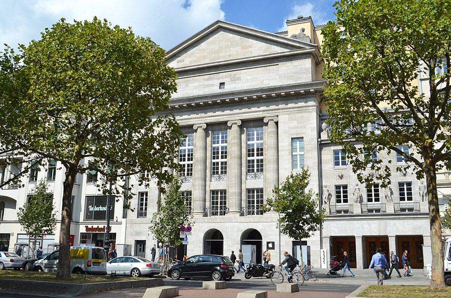 Berlin Apple Store exterior